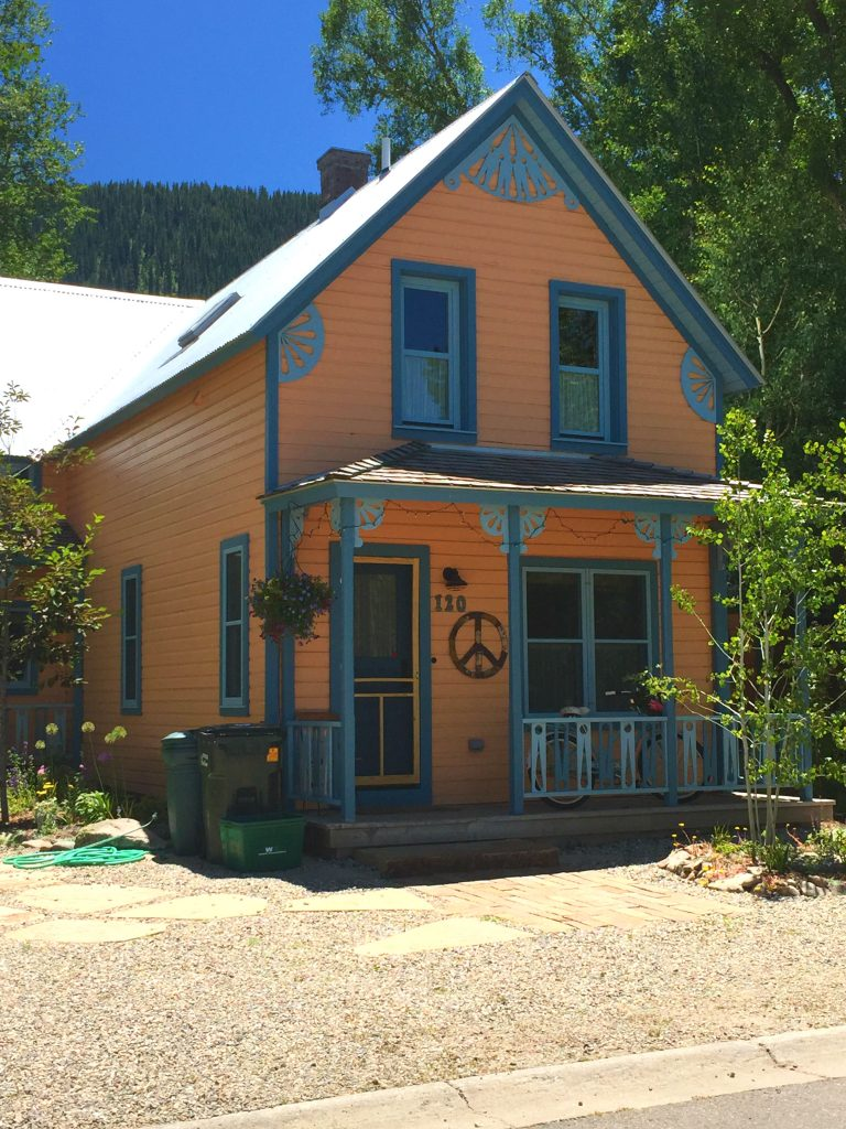 crested-butte-colorful-house-4